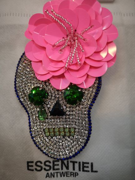 VREDDIE SUGAR SKULL BROOCH berry red